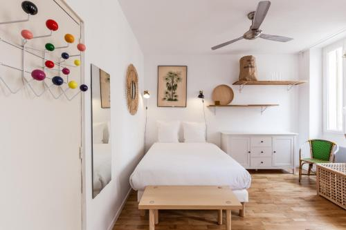 A bed or beds in a room at 5 Sens