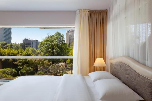 Letto o letti in una camera di Kailas Park & Spa Hotel Sochi