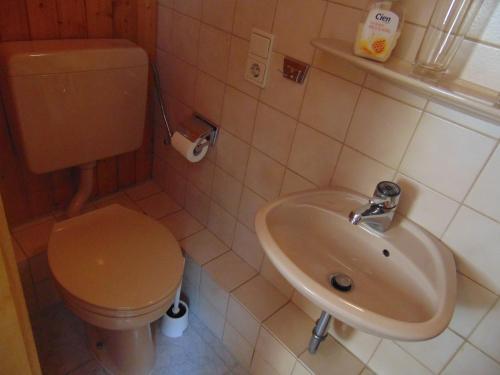 Een badkamer bij Gasthaus Rebstock