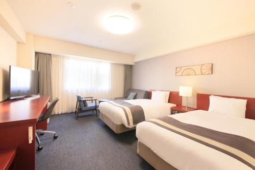 A bed or beds in a room at Richmond Hotel Yokohama-Bashamichi
