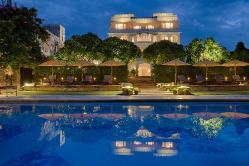 The swimming pool at or close to Hotel Rawla Narlai