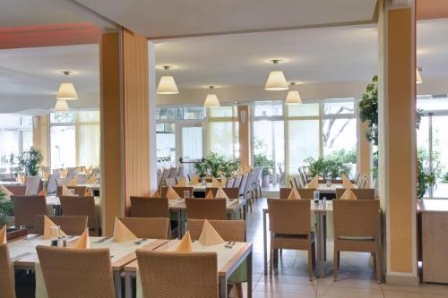 A restaurant or other place to eat at Valamar Club Dubrovnik