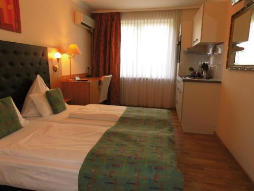 Ein Bett oder Betten in einem Zimmer der Unterkunft Aparthotel Aviv