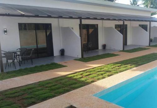 Бассейн в panglao moravian apartments или поблизости