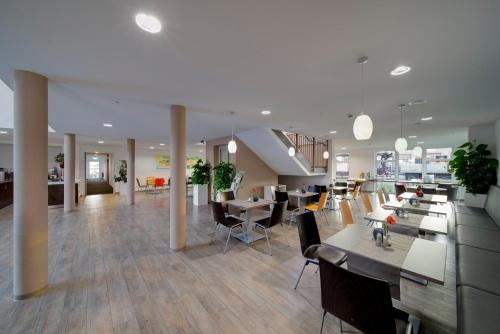 A restaurant or other place to eat at Euro Hotel Friedberg