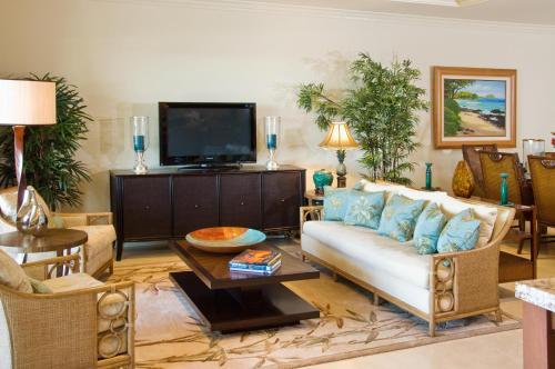 A seating area at Ho'olei at Grand Wailea, A Waldorf Astoria Resort