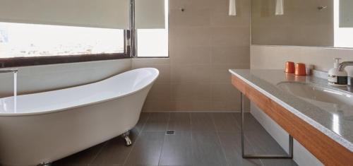 A bathroom at Orange Hotel - Wenhua, Chiayi