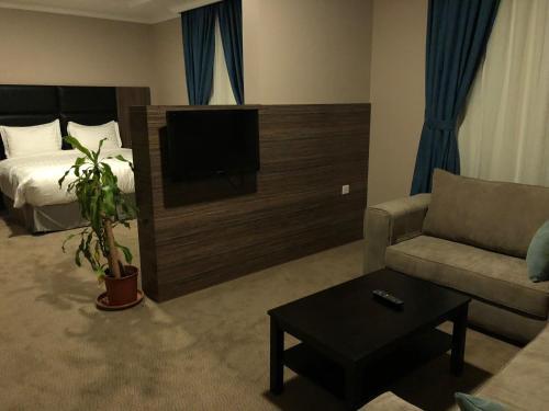 Uma TV ou centro de entretenimento em Loren Suites