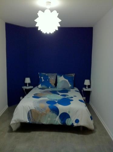 A bed or beds in a room at Bel appartement au coeur du centre historique