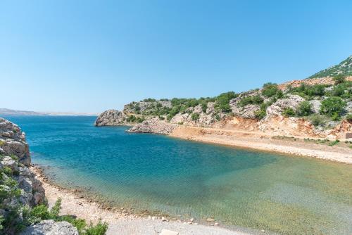 Ein Strand an oder in der Nähe der Pension