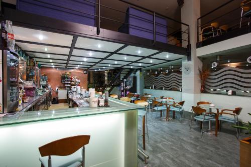 The lounge or bar area at Hotel Restaurante Pontiñas