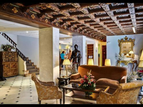 The lobby or reception area at Hotel Murillo