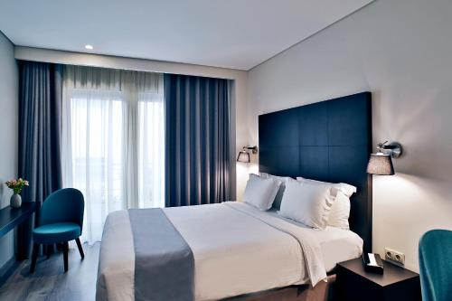 A bed or beds in a room at Hotel Lozenge