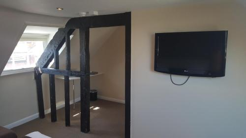 A television and/or entertainment center at Beaumond Cross Inn