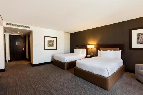A bed or beds in a room at Hilton Mexico City Reforma