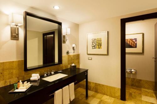 A bathroom at Hilton Mexico City Reforma