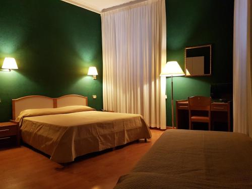 A bed or beds in a room at Hotel Relais Filonardi