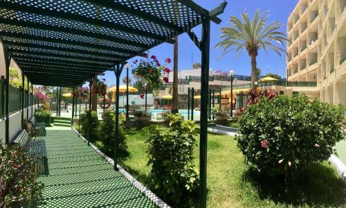Een tuin van Apartamentos las Dunas