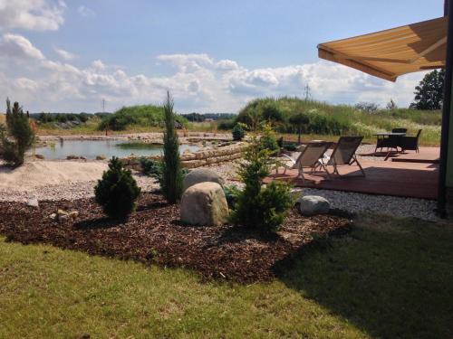 Zahrada ubytování Lake View Apartments near Golf Resort Kunětická Hora, Dříteč