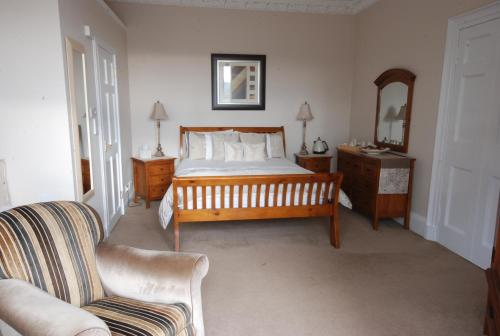 A bed or beds in a room at Gramarcy House