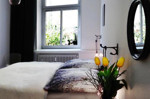 """A bed or beds in a room at Ferienwohnung """"Am Rheinorange"""", Netflix, Amazon Prime"""