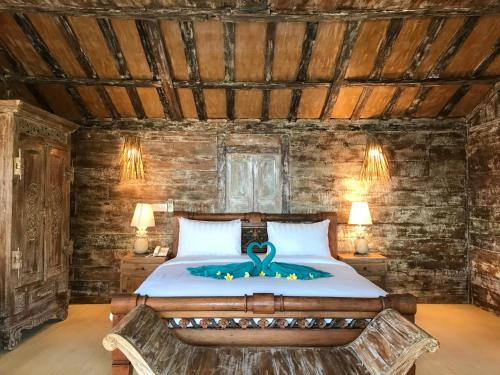 A bed or beds in a room at Sea Breeze Candidasa