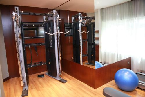 The fitness center and/or fitness facilities at Versailles by Raviz Hotel