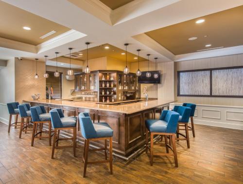 The lounge or bar area at Hampton Inn & Suites Jekyll Island