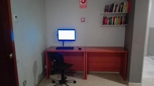 A television and/or entertainment center at Hotel Inglés