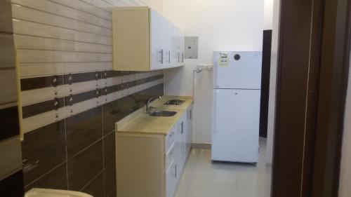 A cozinha ou cozinha compacta de Avene For Furnished Residential Units