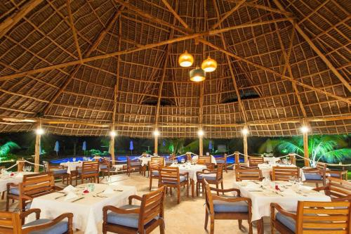 A restaurant or other place to eat at Kisiwa on the Beach