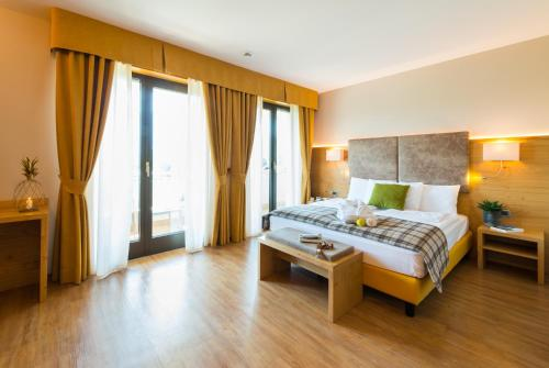A bed or beds in a room at Hotel Ambassador