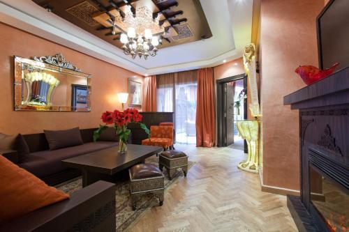 Coin salon dans l'établissement Art Palace Suites & Spa