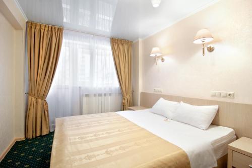 Кровать или кровати в номере АМАКС Конгресс-отель