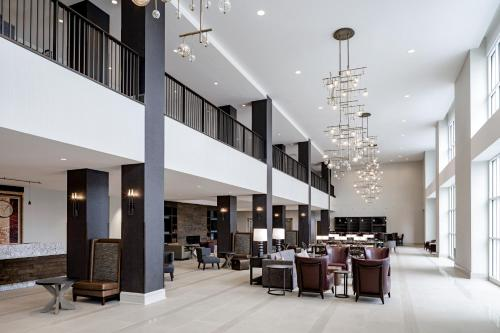 A restaurant or other place to eat at Hotel Madison & Shenandoah Conference Ctr.