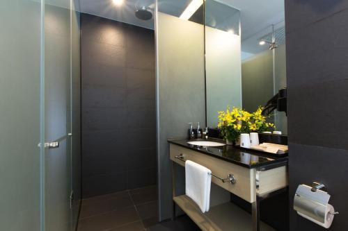 A bathroom at Bay Hotel Ho Chi Minh