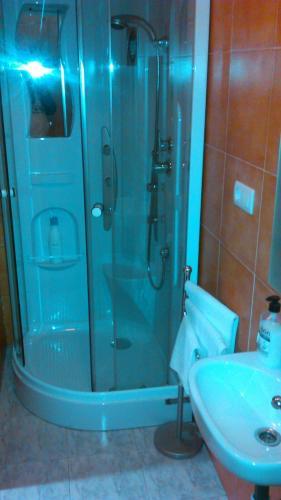 A bathroom at pension compas