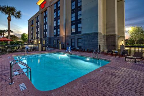 The swimming pool at or near Hampton Inn Orlando-Maingate South