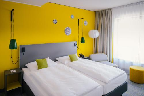 Ein Bett oder Betten in einem Zimmer der Unterkunft Vienna House Easy Coburg