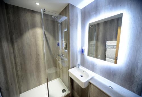 A bathroom at Bannatyne Hotel Durham