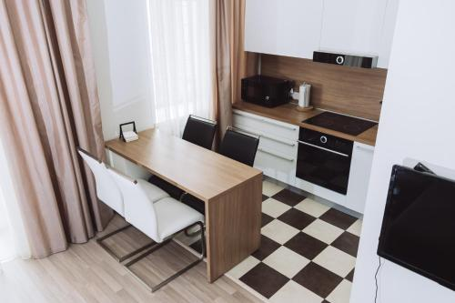 A kitchen or kitchenette at Апартаменты на Красном проспекте
