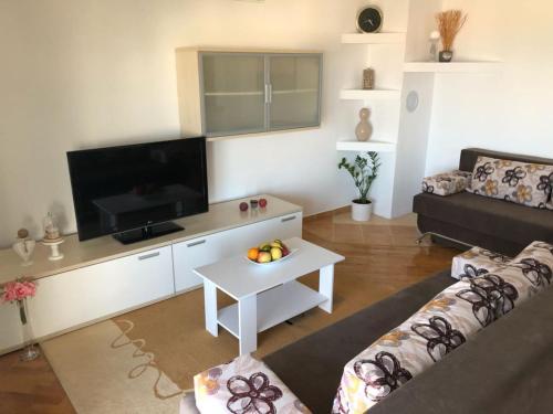 TV a/nebo společenská místnost v ubytování Apartman MiMi