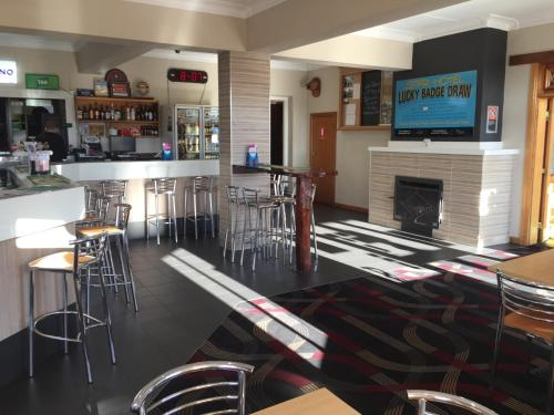 The lounge or bar area at Tumut Star Hotel