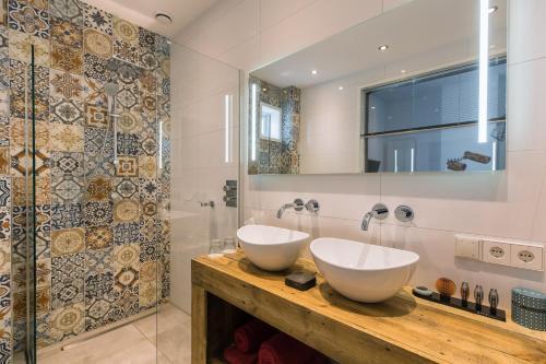 A bathroom at Boutique Hotel ZIES