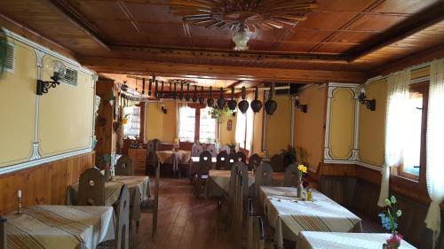 Ресторант или друго място за хранене в Семеен Хотел Чучура