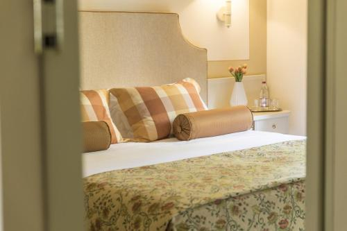 A bed or beds in a room at Relais Santa Chiara Hotel