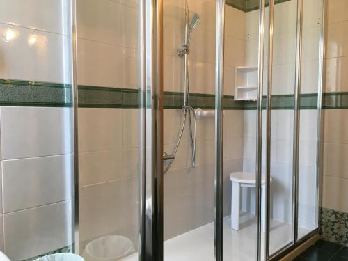 A bathroom at Santorsola Relax Hotel