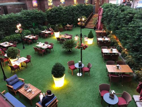 A restaurant or other place to eat at Vicenza Hotel