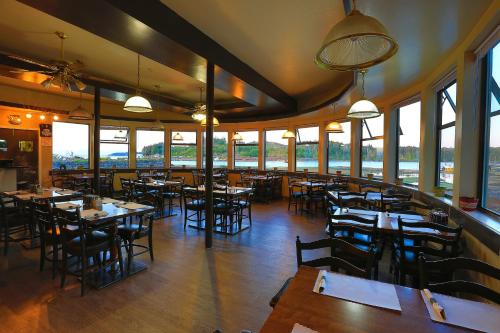 A restaurant or other place to eat at Glen Lyon Inn
