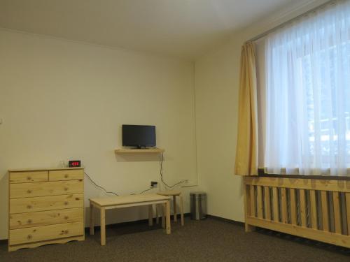 Televízia a/alebo spoločenská miestnosť v ubytovaní Penzion Zornicka